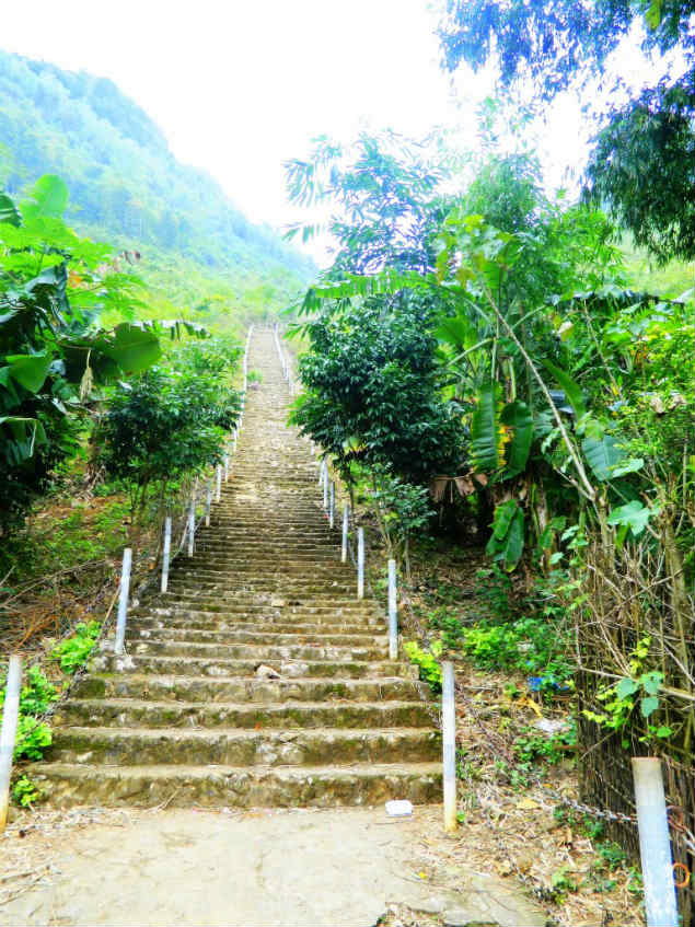 1200 steps to the cave in Mai Chau