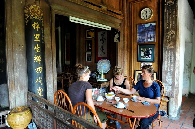 Duong Lam ancient village lunch