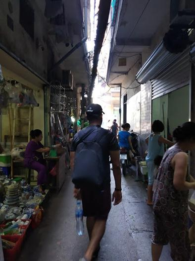 narrow alley way hanoi