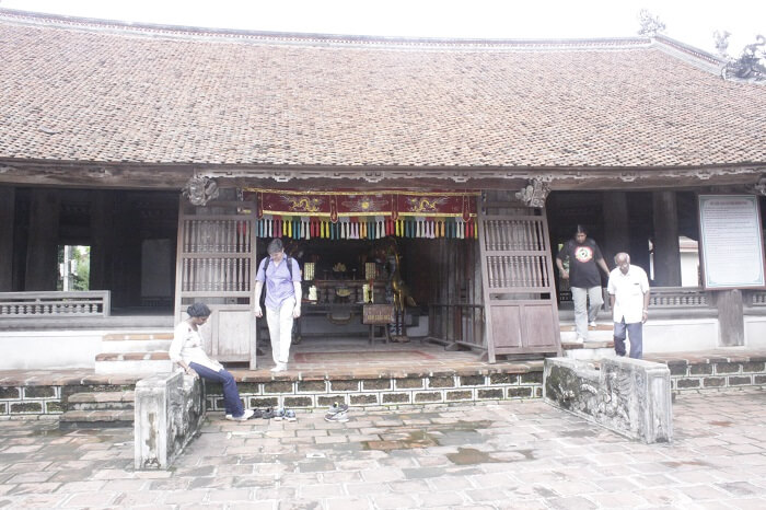 The communal house in Duong Lam ancient village