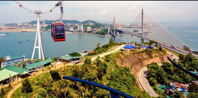 queen cable car halong
