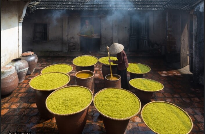 Soybean making in Duong Lam ancient village