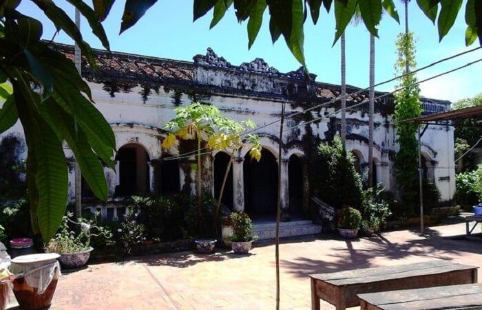 ancient house quan lan island