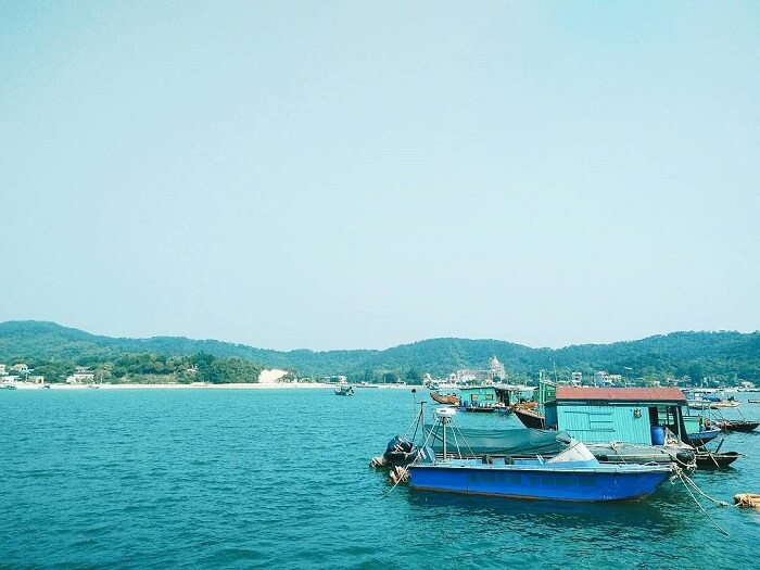 Anchoring on Thanh Lan island