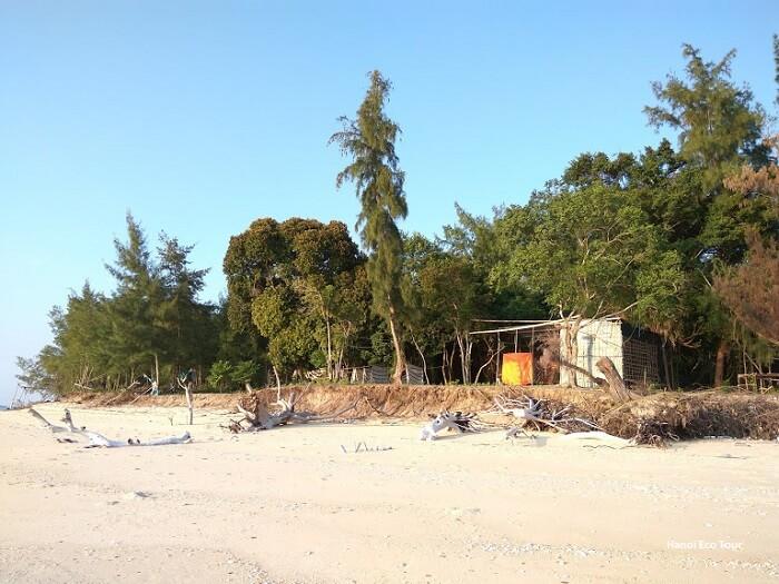 hong van beach coto island