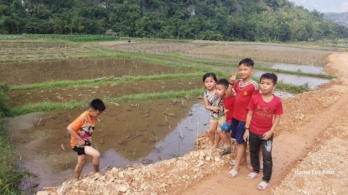 Local kids in Mai Chau