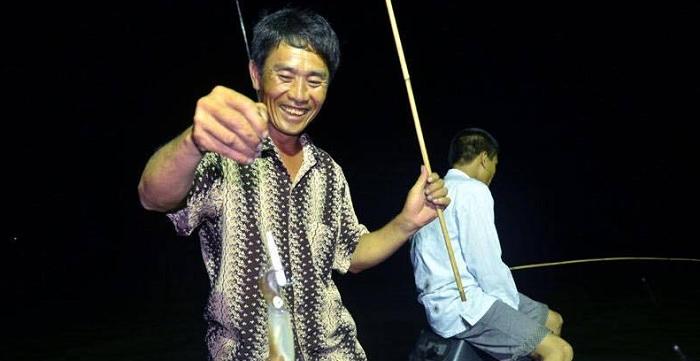 Night squid fishing Quan Lan