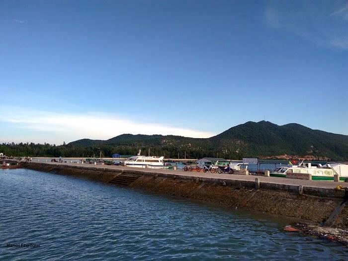 quan lan island dock