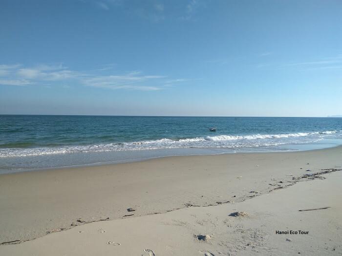 son hao beach quan lan