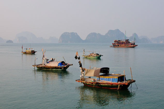 Halong Bay fisherman life
