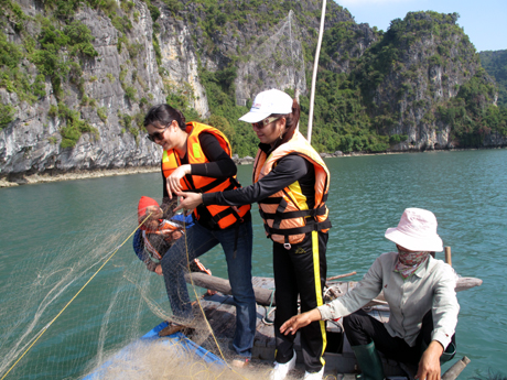 Halong Bay fishing tour
