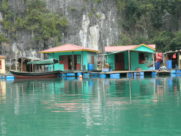 floating-house-in-halong