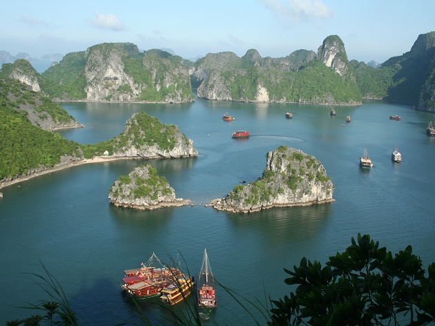 Right Halong Bay cruise