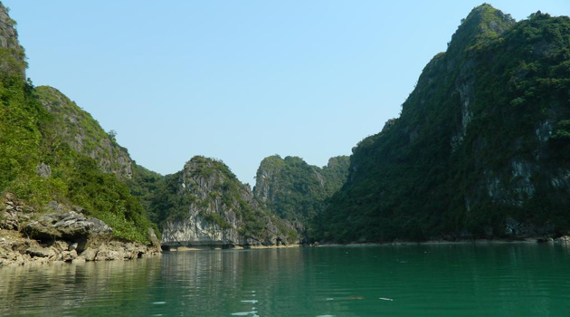 karst-mountain-in-halong-vietnam