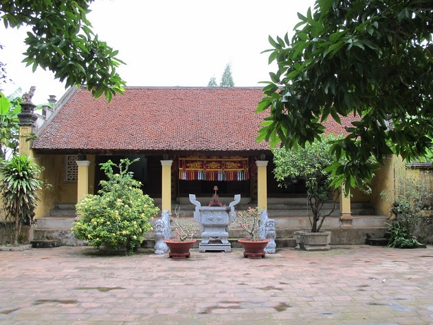 King Phung Hung temple in Duong Lam ancient village