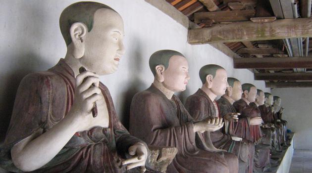 Statue of Lahan in Mia Pagoda