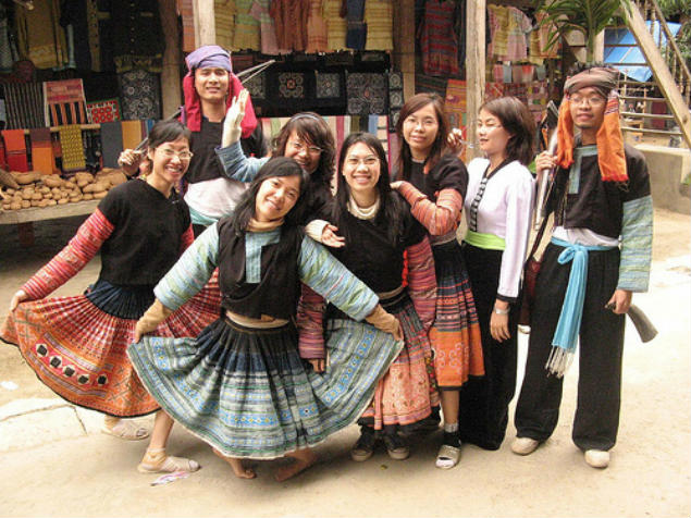 Mai Chau photo with traditional dress